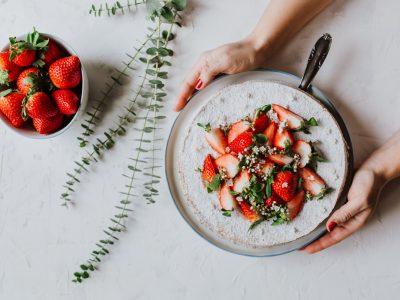 Mohnkuchen mit Erdbeeren für